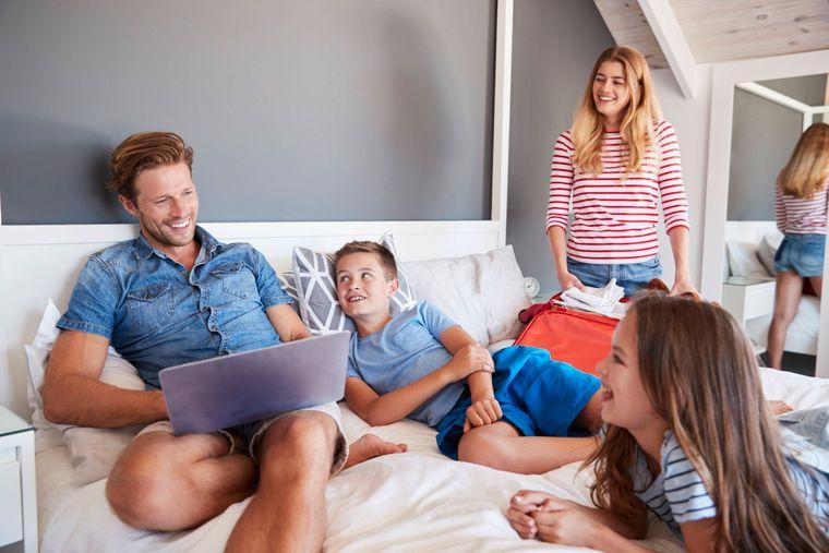 Damit der Familienurlaub im Ferienhaus gelingt, ist es wichtig die Bedürfnisse aller Mitreisenden zu berücksichtigen.