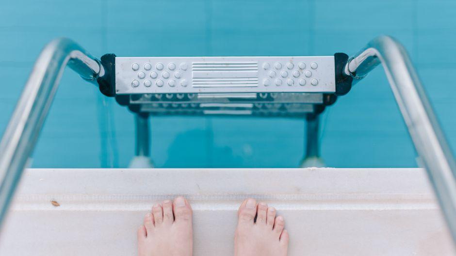 Der Fuß des Briten begann zu Faulen, nachdem er im Hotel-Pool schwimmen war.