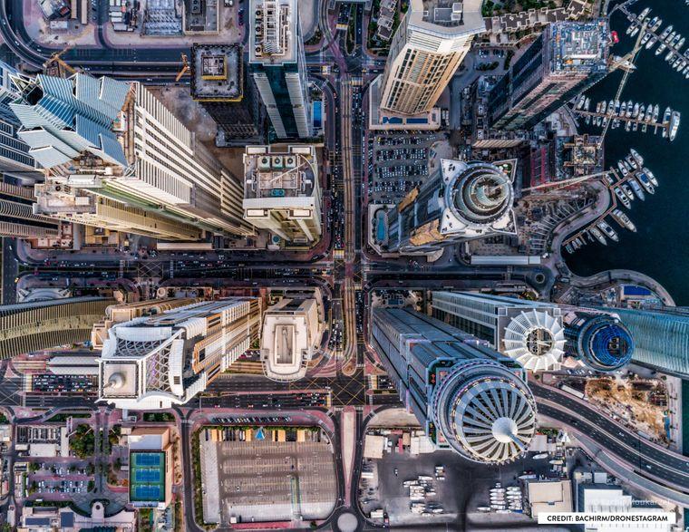 Dubai mit einer Drohne von oben aufgenommen