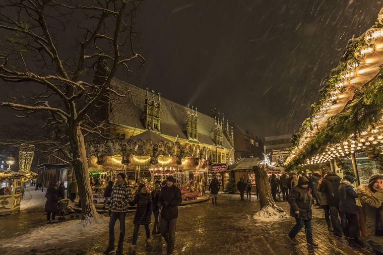 Der Weihnachtsmarkt in Hannover findet in der und um die Altstadt herum statt.