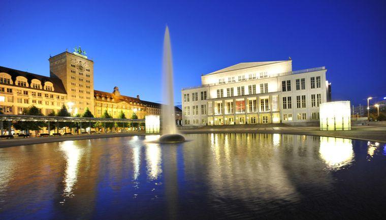 Blick auf den Augustplatz: Die Geburtsstunde der Oper schlug 1693, womit die Leipziger nach Mailand und Hamburg die drittälteste Musikbühne Europas haben.