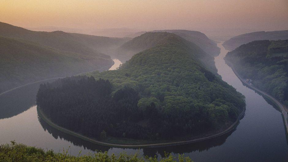 Sonnenaufgang über der Saarschleife