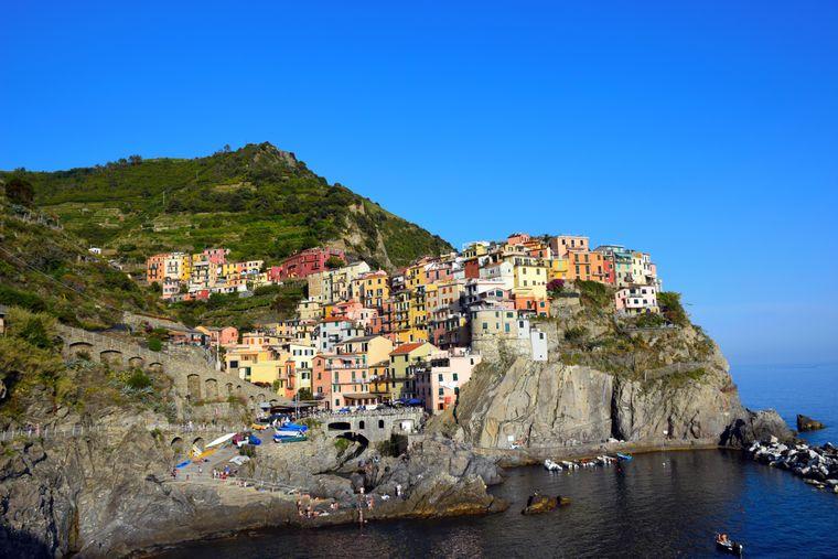 Manarola ist einer der fünf Orte der Cinque Terre in Italien