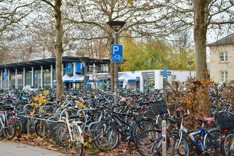 Fahrräder am Göttinger Hauptbahnhof.