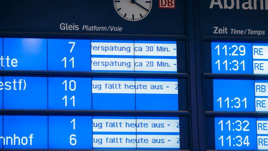 Bei einem Bahnstreik drohen Zugausfälle und Verspätungen. Wir klären über die Rechte der Fahrgäste auf.