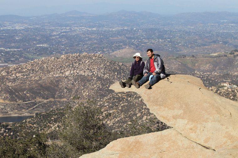 Der Potato Chip Rock in Kalifornien hat seinen Namen nicht von ungefähr.
