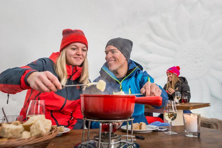 Im Fondue-Iglu auf der Engstligenalp ist warme Kleidung Pflicht: Du isst bei minus 3 bis plus 3 Grad Celsius.