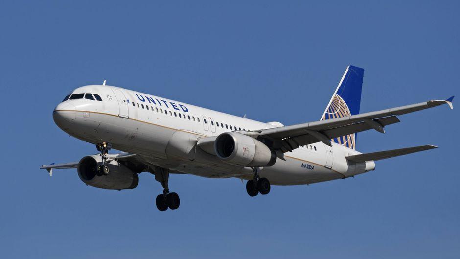 Eine United-Airlines-Maschine im Anflug auf Richmond in British Columbia.