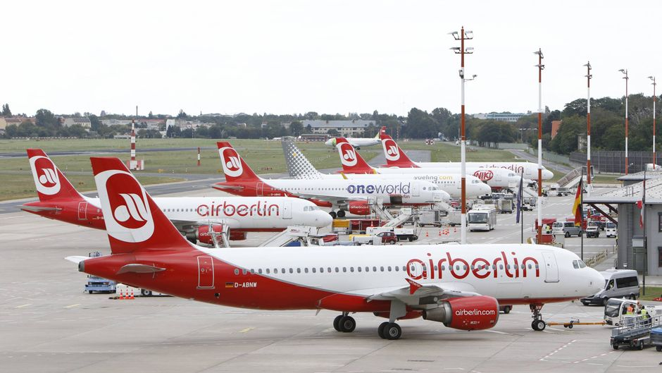 Flugzeuge von Air Berlin auf dem Flugfeld in Tegel.