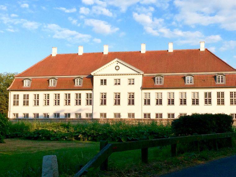 Das Herrenhaus von Gut Hverringe aus dem 18. Jahrhundert. Das Anwesen bei Kerteminde (Fünen) ist im Privatbesitz der Familie Juel Reventlow.