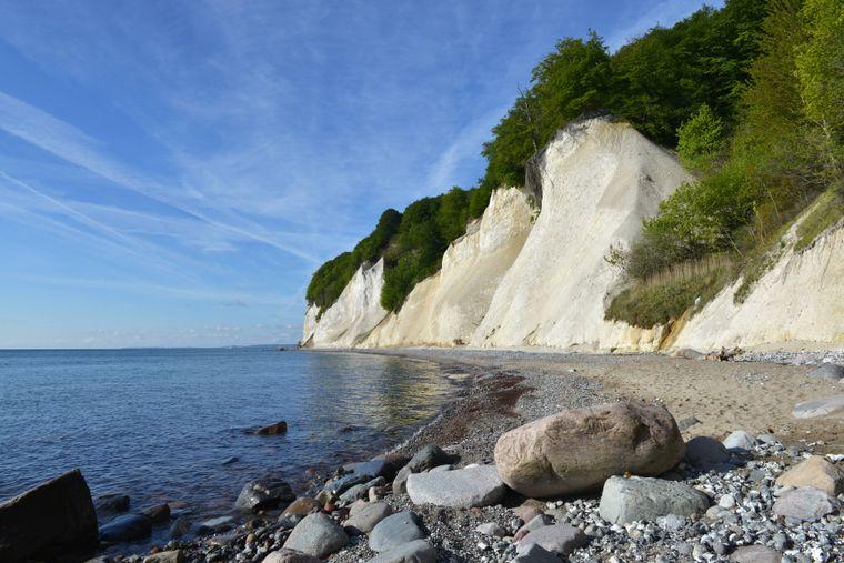 Die beeindruckenden Kreidefelsen im Nationalpark Jasmund auf der Insel Rügen.