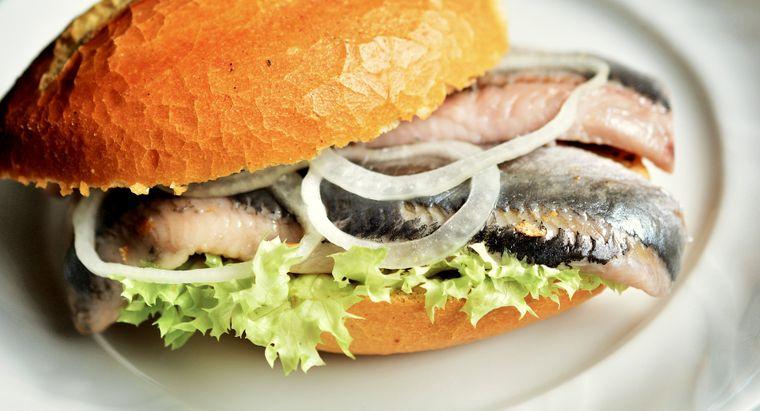Du kommst auf Usedom nicht umhin: Fischbrötchen muss sein.