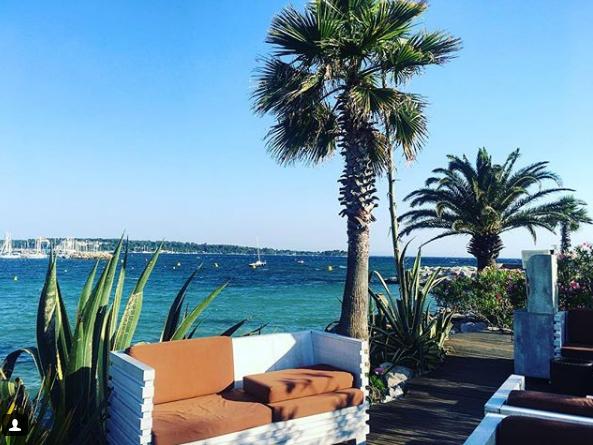 Noch mal die Côte d'Azur: Am Strand von L'Ecrin zahlst du ebenfalls 25 Euro.