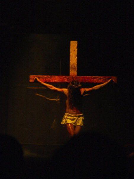 Szene aus der fulminanten Kreuzigungsshow.