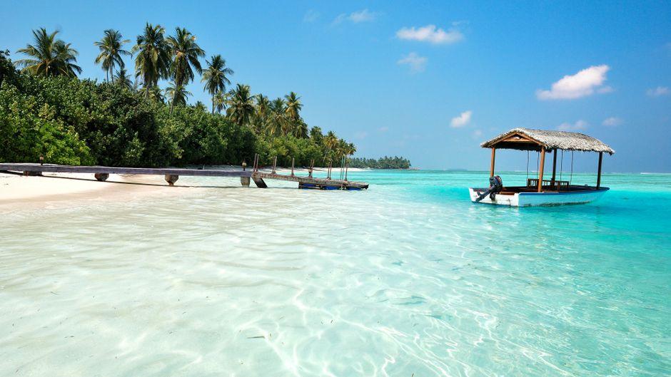 Weißer Sandstrand auf den Malediven.