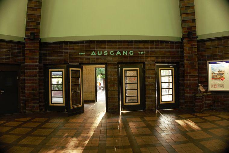 Die Eingangsarkaden des S-Bahnhofs Wannsee sind laut Denkmalschützern noch original erhalten.