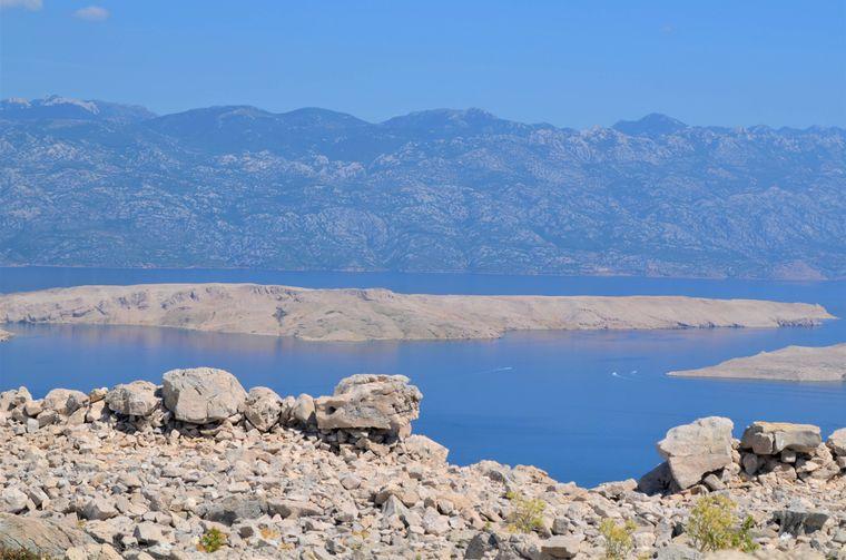 Gipfelblick vom Sveti Vid auf der Insel Pag.