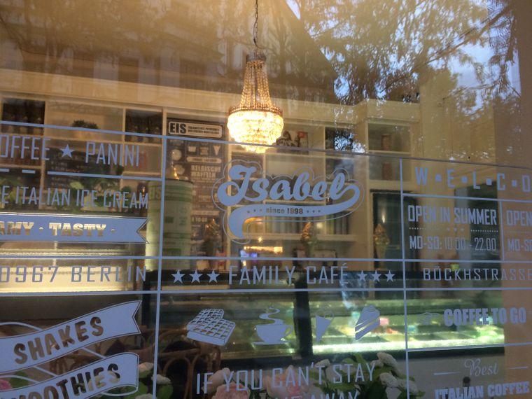 Im Eiscafé Isabel kannst du auch wunderbar italienischen Kaffee schlürfen.