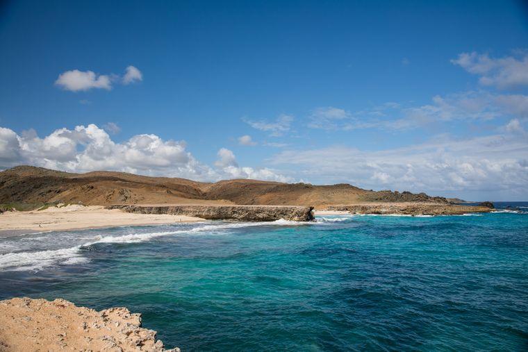 Dos Playa befindet sich im Arikok-Nationalpark von Aruba. Das Meer ist hier häufig sehr rau.