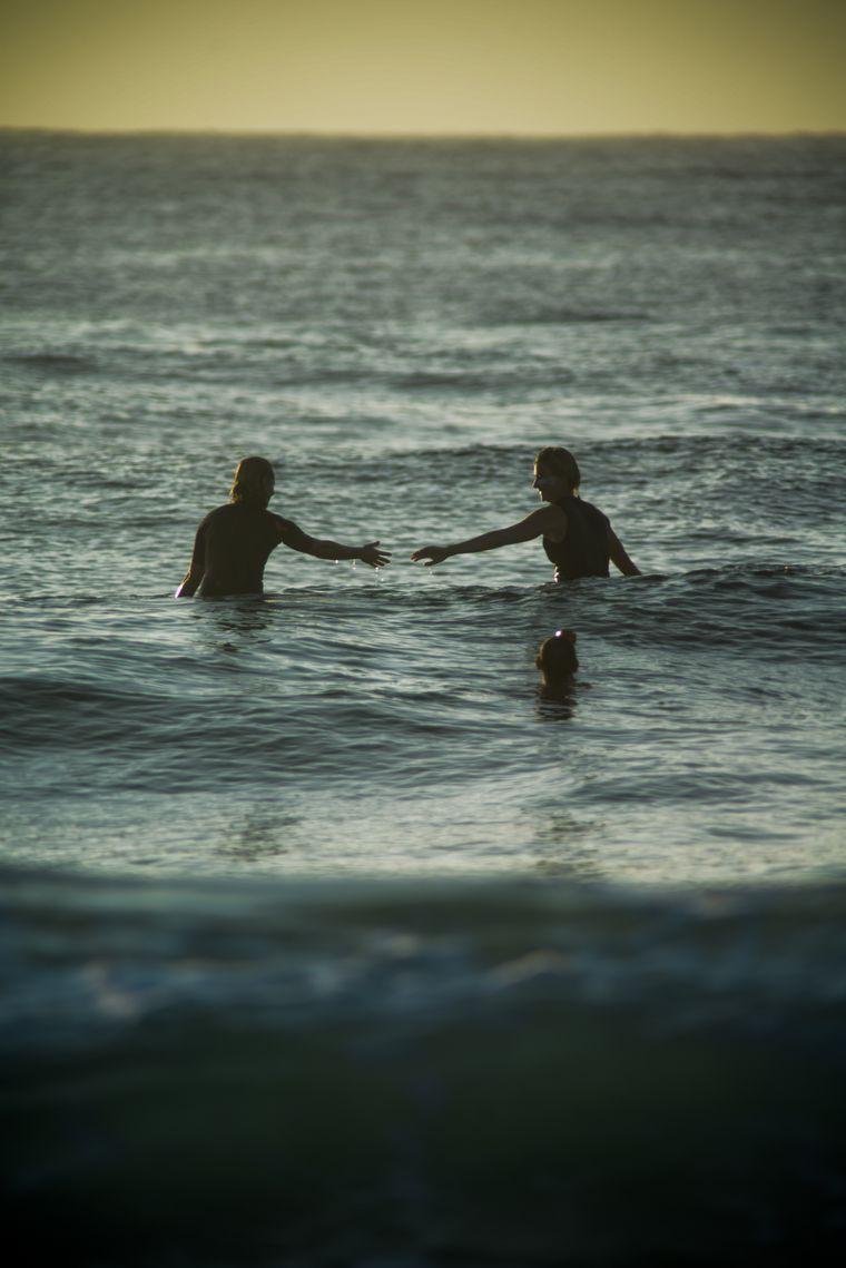"""Der Film """"OUT in the Line-Up"""" begleitet homosexuelle Surfer auf der ganzen Welt."""