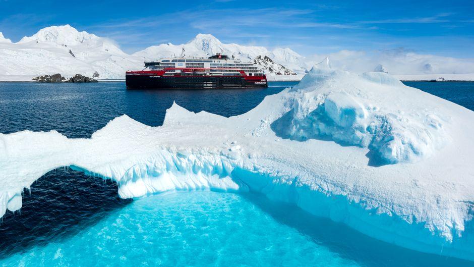 """Die """"Roald Amundsen"""" ist das erste Expeditionsschiff mit Hybridantrieb, das in die Antarktis gefahren ist."""