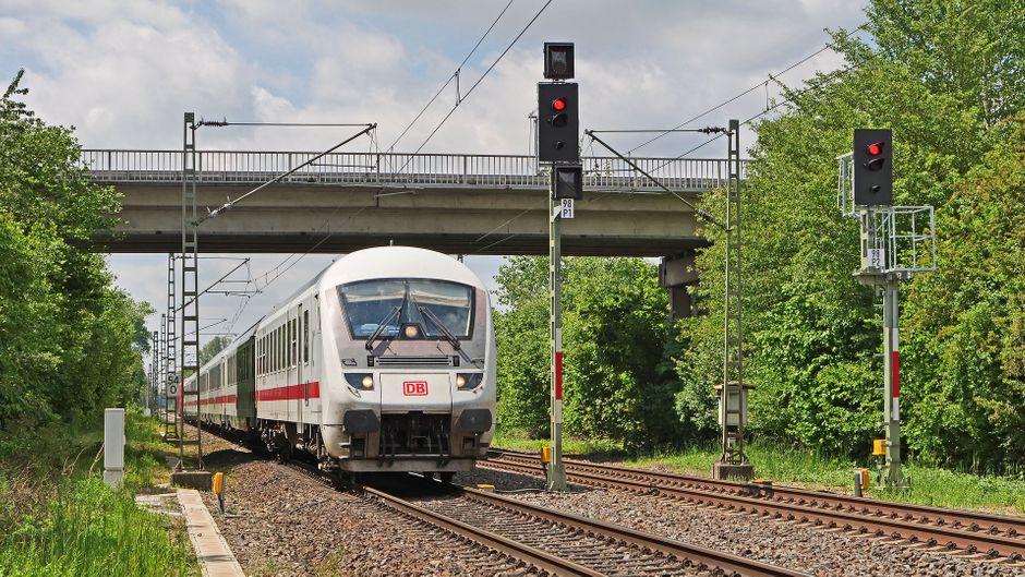 Zugbegleiter der Deutschen Bahn müssen sich viel gefallen lassen.