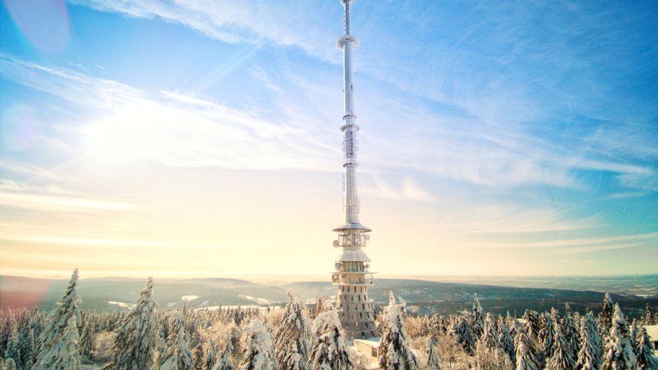Der Ochsenkopf im Fichtelgebirge mit toller Aussicht über den Winterwald.