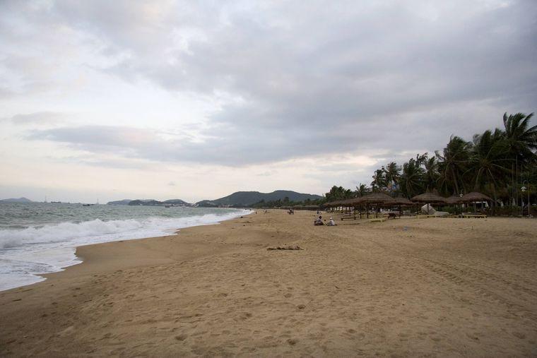 Der City Beach von Nha Trang in Vietnam – in der Hauptsaison triffst du hier viele Touristen. Kosten für die Sonnencreme: 2,42 Euro.