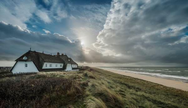 """Einen direkten Blick auf Nordsee und Wattenmeer hast du vom """"Hotel Dorint Söl'ring Hof""""."""