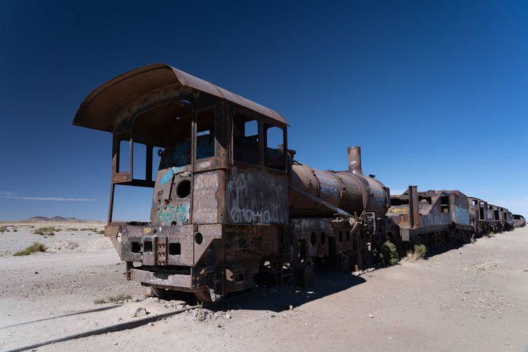 Der Eisenbahnfriedhof in Uyuni in der gleichnamigen Salzwüste von Bolivien ist der weltweit größte seiner Art.