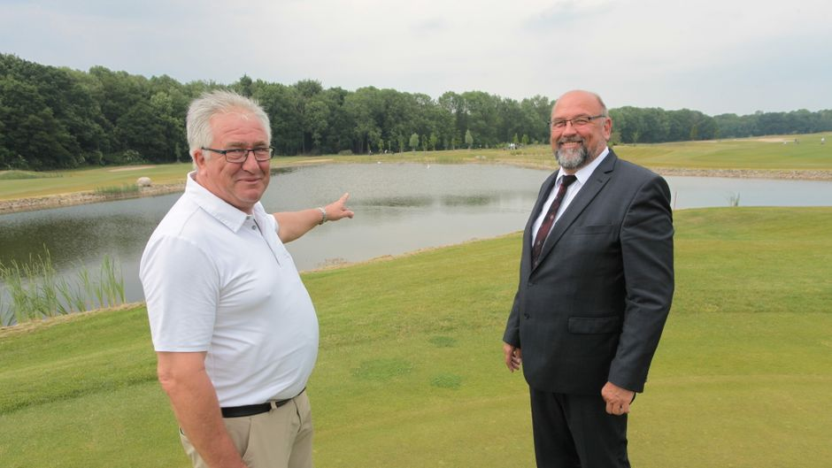 Mecklenburg-Vorpommerns Wirtschaftsminister Harry Glawe im Golfpark Strelasund in der Nähe von Stralsund. Der CDU-Politiker hat die Platzreife, spielt aber nicht regelmäßig.