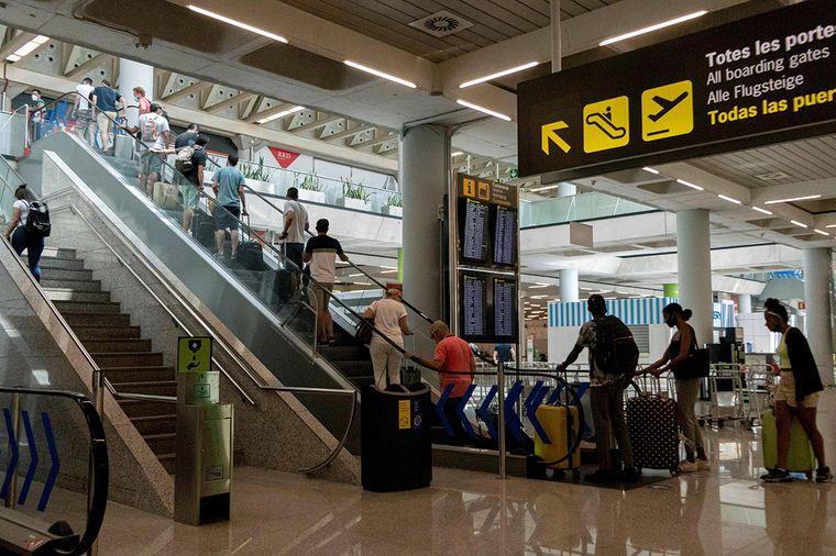 Ceck-in am Flughafen Palma de Mallorca.