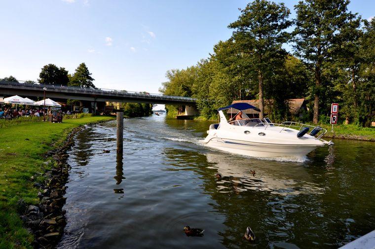 Der Paulsdamm liegt nur wenige Minuten außerhalb von Schwerin und trotzdem erlebst du hier Natur pur.