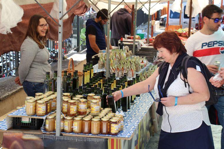 Ziemlich süß: Hiesige Imker verkaufen in Sineu unter anderem ihren selbst hergestellten Honig.