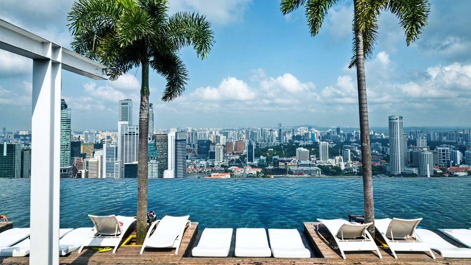 Der wohl bekannteste Infinity Pool ist Teil des Marina Bay Sands Hotels in Singapur.