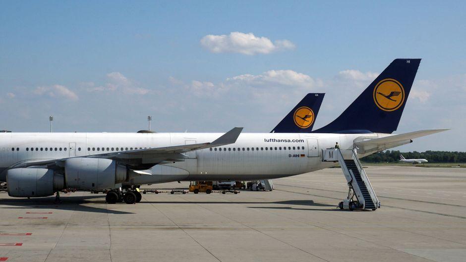 Lufthansa-Flugzeuge, aufgenommen auf dem Franz-Josef-Strauß-Flughafen in München, Bayern.
