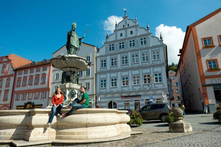 Der Eichstätter Marktplatz mit Willibaldsbrunnen.