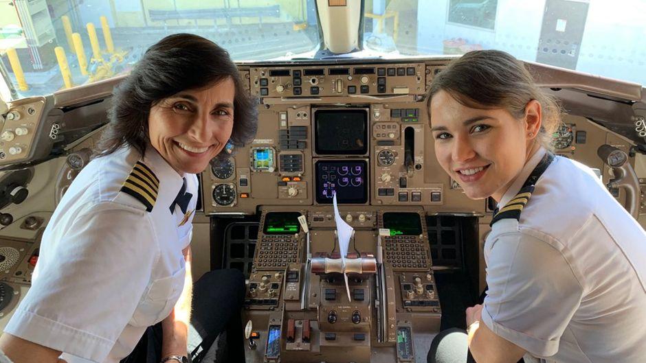Wendy Rexon und ihre Tochter Kelly Rexon im Cockpit.