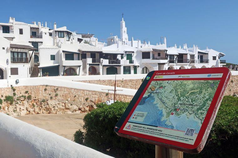 Der Camis de Cavalls auf Menorca führt entlang der Küste und durch malerische Dörfer.