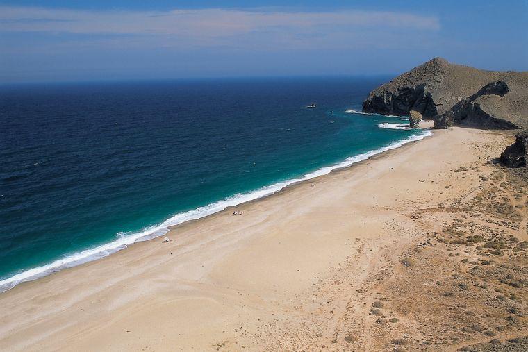 """An der südlichen Küste Spaniens liegt in Carboneras ein Traumstrand mit morbiden Namen, nämlich die Playa de los Muertos, der """"Strand der Toten""""."""