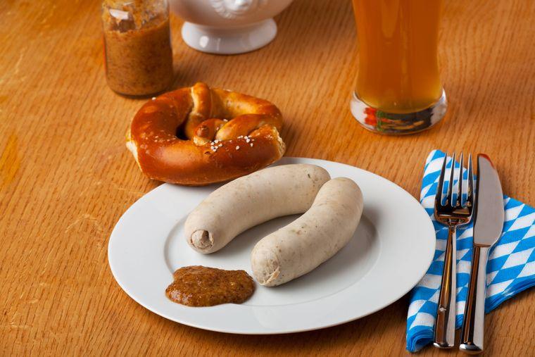 Bayerische Weißwürste isst man mit süßem Senf – und zum Frühstück.