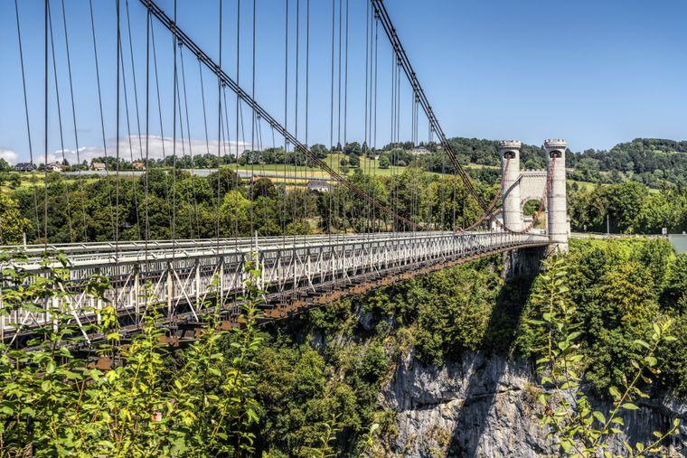 Eine Hängebrücke Richtung Allonzier-la-Caille.