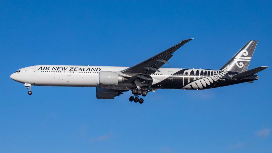 Ein Flugzeug der Air New Zealand in der Luft. Europäer brauchen künftig eine Einreisegenehmigung.