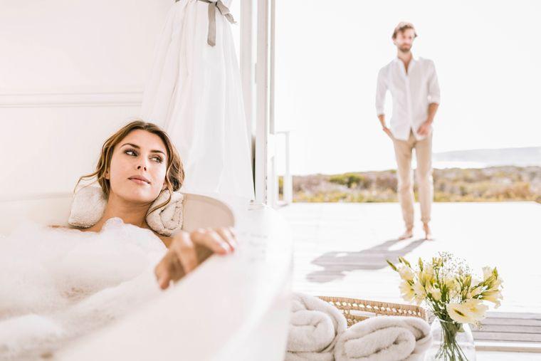 Frau in der Badewanne. (Symbolbild)