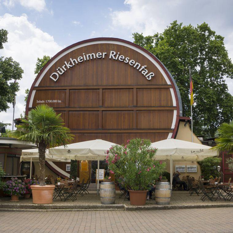 In Bad Dürkheim steht das größte Weinfass der Welt.