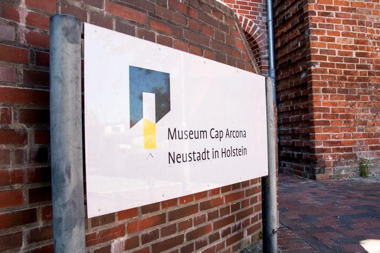 Eingang zum Museum Cap Arcona in Neustadt in Holstein an der Ostsee.