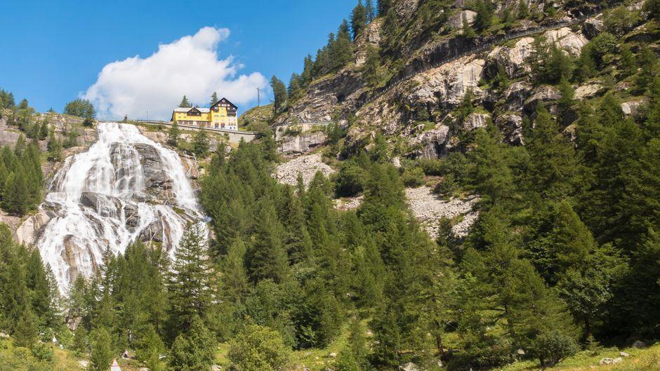 Der Cascata del Toce ist einer der spektakulärsten Wasserfälle Italiens. Doch vor einem Besuch sollte man sich genau informieren, ob er überhaupt zu sehen ist.
