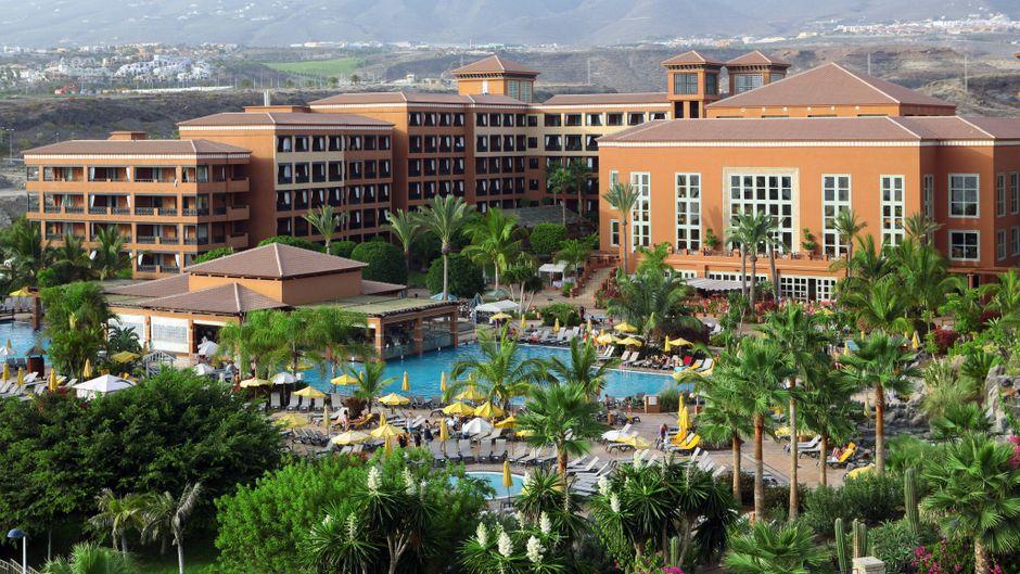 """Das Hotel """"H10 Costa Adeje Palace"""" befindet sich in Adeje im Süden Teneriffas."""