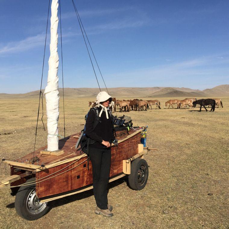 Mit dem Segelwagen fuhren Amber Word und Falcon Riley quer durch die Mongolei.