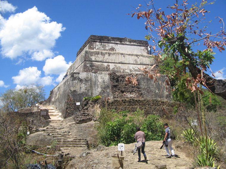 Tepoztláns Magie fängst du am besten auf der dem Gott des Rausches und der Fruchtbarkeit gewidmeten Pyramide El Tepozteco.